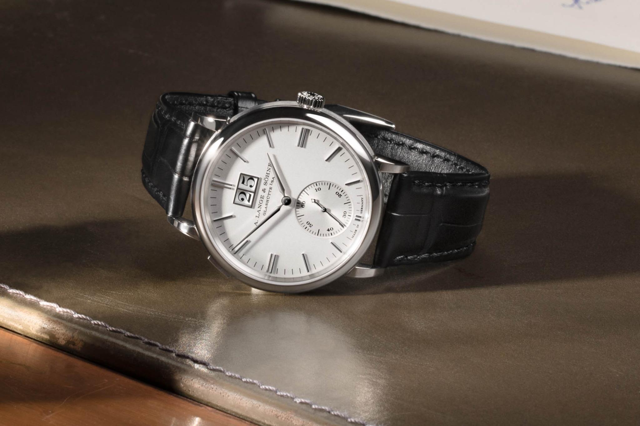 A. Lange & Söhne Saxonia Outsize Date Replica, ora con quadranti d'argento